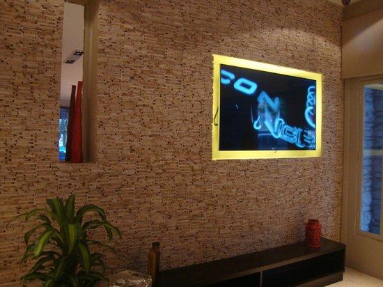 Hotel S.E.T.I.A: sala de tv