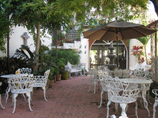 Flor de Michoacan: Private garden patio in back