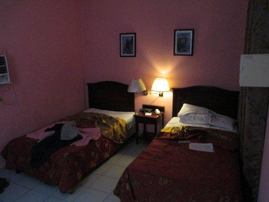 Sercotel Hotel Caribbean: 2 lits simples. fausse fenetre qui donne sur le corridore