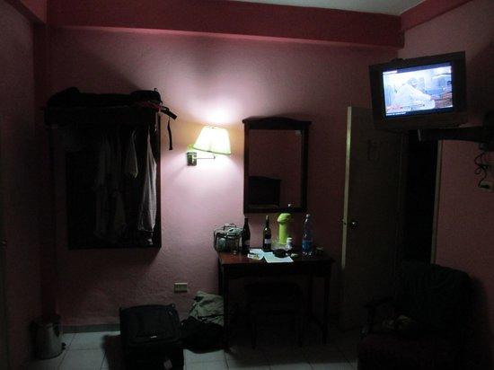 Sercotel Hotel Caribbean: très petite garde robe à gauche