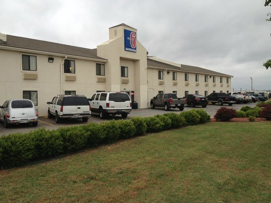 Motel 6 Elk City: Outside