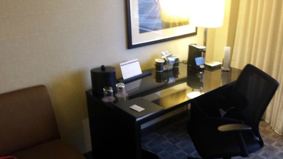 Hyatt Regency Louisville: Desk Area