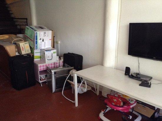 1Yolo Youth Hostel: Common area