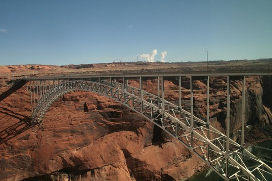 Glen Canyon Dam: Bridge by the dam