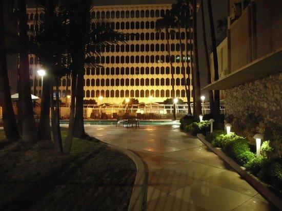 Hyatt Regency Los Angeles International Airport: Entrance to Pool Area