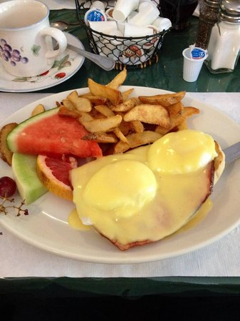 Cafe Campagne : Eggs Benedict