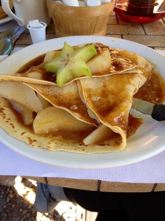 Cafe Campagne : Pear-filled crepe with caramilized pecans and homemade caramel