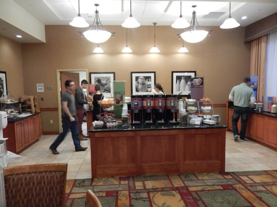 Hampton Inn & Suites Pittsburgh - Downtown : Dining Room at Breakfast
