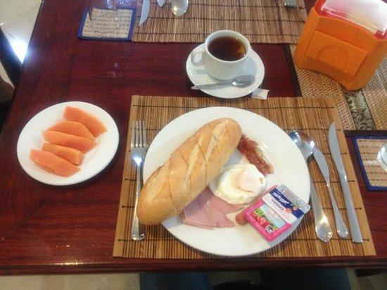 Aroon Residence Vientiane: American breakfast