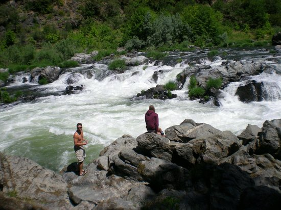 Momentum River Expeditions: Class IV rapids on the Rogue River