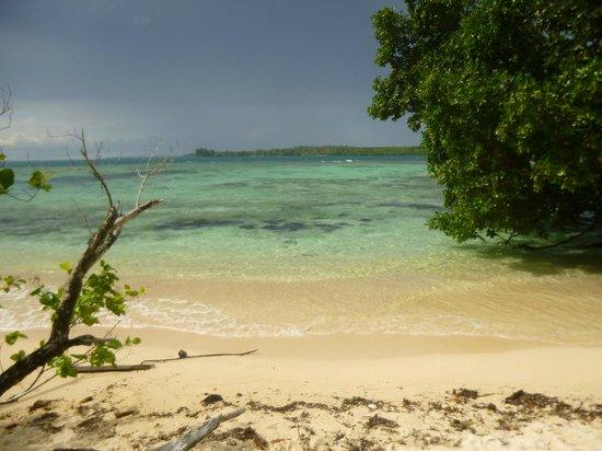 Lissenung Island Resort : Our own private beach
