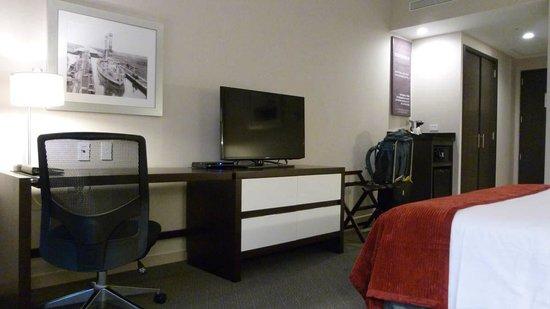 Wyndham Panama Albrook Mall: Tv, desk, dresser