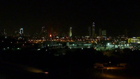 Wyndham Panama Albrook Mall: View from pool at night
