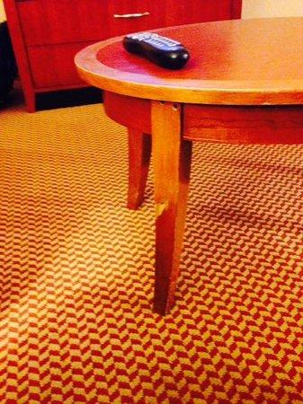 Hilton Garden Inn Columbus: table