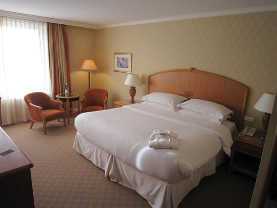 Sheraton Warsaw Hotel: room2