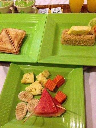 Tiga Lima Homestay : breakfast of nasi goreng and sandwcih