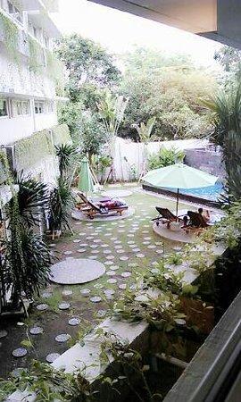 Grandmas Tuban Hotel: Room with Pool View