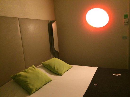 Campanile Roissy: room
