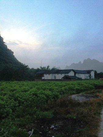 Yangshuo Dahutong Traditional Courtyard : view from outside