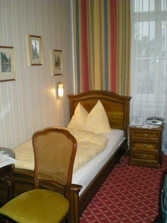 Hotel Austria: Economy Room 2 beds