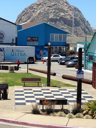456 Embarcadero Inn & Suites: Giant Chess Board on the Embarcadero