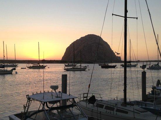 456 Embarcadero Inn & Suites: Morro Rock at Sunset