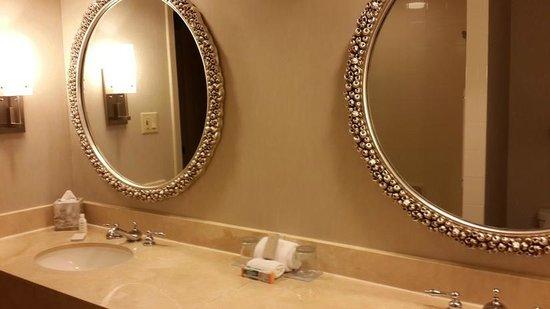 Renaissance Orlando at SeaWorld: bathroom