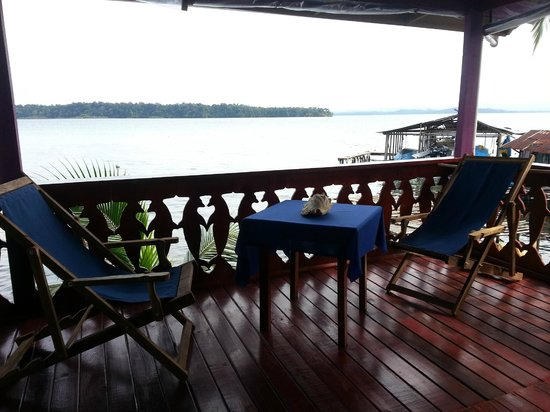 Blue Dolphin Guesthouse: Over looking the balcony