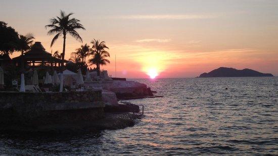 """Las Brisas Acapulco: """"La Concha"""" Beach Club"""