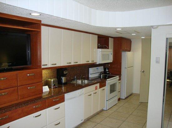 Flamingo Beach Resort: Kitchen view