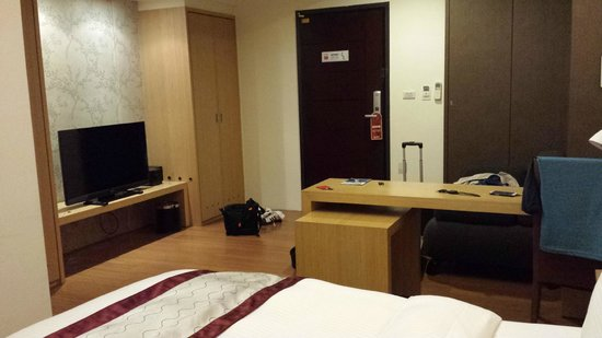 Master Inn: Ample space in front of the TV