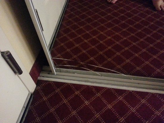 Extended Stay America - Durham - University - Ivy Creek Blvd. : Closet door defect - cracked mirror