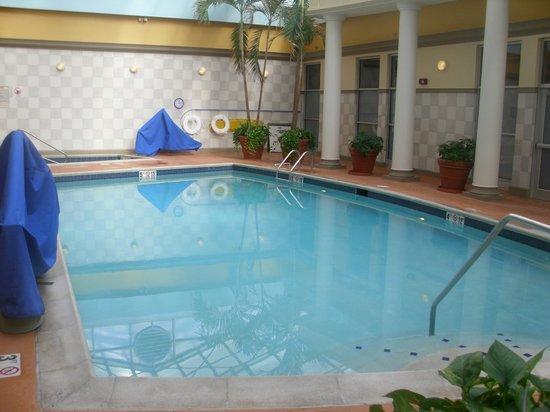 Radisson Hotel Cincinnati Riverfront: NICE Upgraded Pool