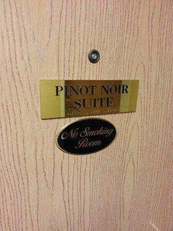 Comfort Inn & Suites: Cute wine themed suites