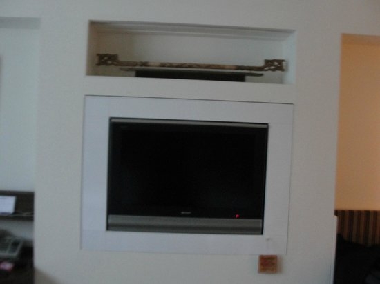 PARKROYAL on Kitchener Road : embedded TV opp the beds