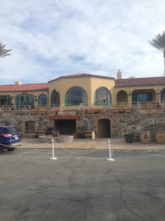 Furnace Creek Inn and Ranch Resort: entry way to inn