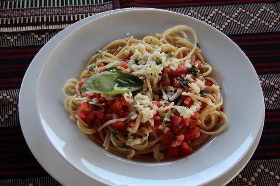Restaurant Trattoria - La Terrasse : spaghetti served with a tomato