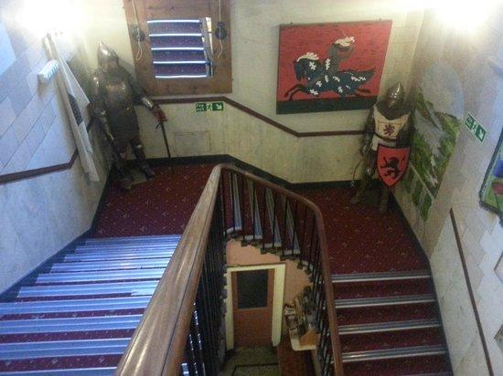 Castle Rock Hostel: staircase