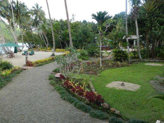 Lalati Resort & Spa: Path to the Spa