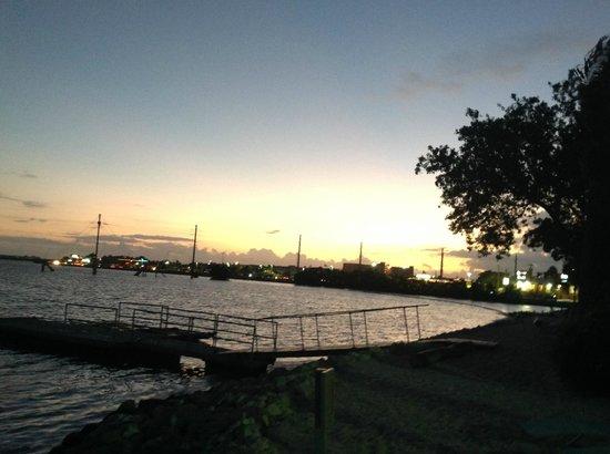 Ibis Bay Beach Resort: Vue de la chambre - sur ruoute principale