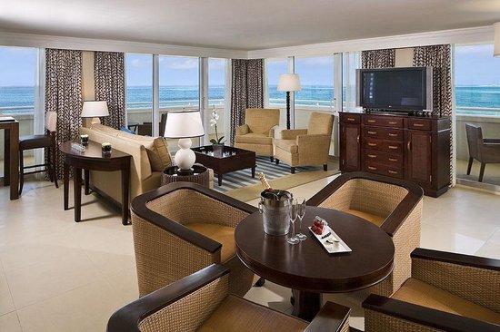 Melia Nassau Beach - All Inclusive : Oceanfront Suite Parlour