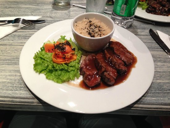 Restaurante Mok by Fuad Akel: Rindssteak mit Reis