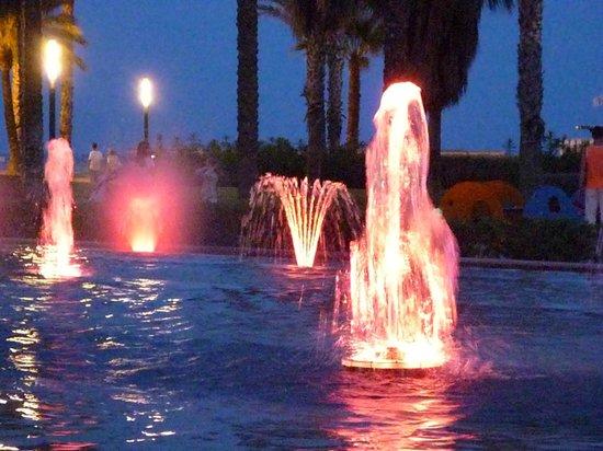 Illuminated Fountain: Amazing Red