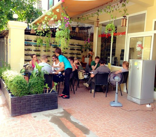 Homeland Guesthouse: Good service for the food