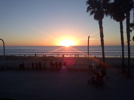 Ocean Park Inn: Sunset from our room