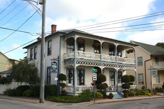 Carriage Way Bed & Breakfast: Vue from the street