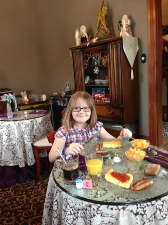 Carriage Way Bed & Breakfast: Brakefast room