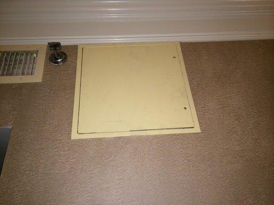 Lenox Hotel : Dirty electric panel - Rm 801