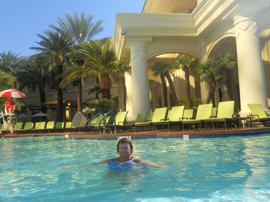 Four Seasons Hotel Las Vegas: Loved the pool.