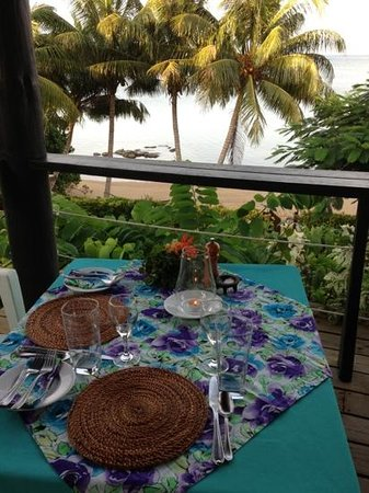 Coconut Grove Beachfront Cottages: Table for two